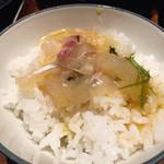 郷土料理かどや - 宇和島鯛めし。サラサラといただく中に鯛の身の食感が美味しい。