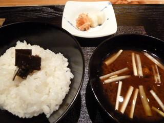 坂ノ下 田茂戸 - ご飯・赤だし・香の物
