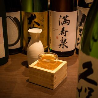 職人が厳選した厳選銘酒と共に鮨・料理を愉しむ。