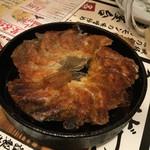 66931960 - 名物 鉄鍋餃子290円☓2人前