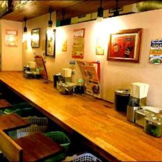 昭和のレトロな雰囲気の店内です♪営業時間は早朝5時まで!