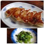 66932109 - ◆半餃子(セットの品)・・カリッと焼かれた皮が香ばしく、一口サイズ。 肉肉していないので、これ好みです。