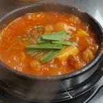 てじ韓 - 料理写真:国産牛もつ入りスンドゥブチゲ