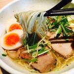 麺屋宗&SOU - 乳白色の麺をリフト!