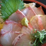 JIVA食堂 - この日はカンパチ、タイ、キンメ