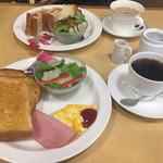 岡山珈琲館 - モーニングセット 手前:トースト&たまご¥540 奥:ベーコンエッグサンド¥580 (2017-05)