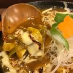讃岐麺屋 あうん - ネギと玉ねぎにとろり餡が絡みます
