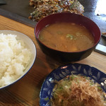みさお好み焼店 - お好み焼き定食600円(+冷奴と漬物が付きます)