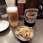 支那そば めでた屋 - ビール(500円)にサービスのメンマ