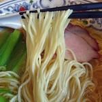 まるえ食堂 - 貝そば(白)の麺リフト
