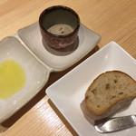 レストラン エム - パン、イベリコ豚のリエット、オリーブオイル