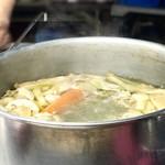 66946326 - ラーメンのベースのスープ