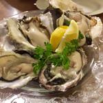 貝殻荘 - 岩牡蠣と真牡蠣の食べ比べ (各1ピース)  1480円  x2