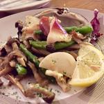 貝殻荘 - 北寄貝と旬野菜の鉄板焼  880円