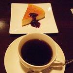すぎやま珈琲 - ブレンドとベイクドチーズケーキ