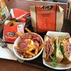 A&W - 料理写真:ベーコンエッグプーティン、ペッパーポークとマリネ、カーリーフライSコンボ