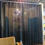 66950689 - カーテンで仕切られた謎のスペース VIPルーム?