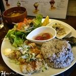 66951067 - メインが選べる                       十六穀米と三種類のお惣菜プレート  山賊焼き ( 1000円 )