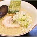 百歩ラーメン - 百歩ラーメン 680円 実に食べやすい豚骨ラーメンです。
