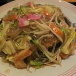 リンガーハット - 料理写真:夕食メニュー「皿うどんがっつりセット」(990円+税)の皿うどん。