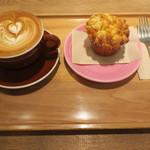 RH Cafe - コーンブレッドマフィン&カフェラテ