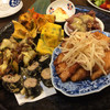 味彩しん家 - 料理写真:前菜的な お皿のから右まわりで、豚肉の唐揚げ?りんごの千切り。鶏肉を海苔で巻いた感じ。茄子田楽のチーズのせ。蒸しホヤ。蛍烏賊の酢味噌。甘めの卵焼き