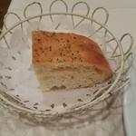 イル・ピッチョーネ - パンはフォッカチオで出てきます