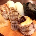 新中野まとい寿司 - イカ、シャコ、蟹味噌、イカ下足は小さくて最後の一個だからサービスで貰っちゃった(^-^)