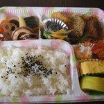 ユミズ ヤム ヤム - 手作り弁当(¥1,000のものの一例)