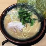 松田家 - 豚骨醤油ラーメン(750円)