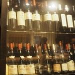 ツネオ - 店内:ワインセラー