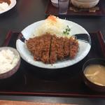 とんかつレストランてつ兵衛 - 2017年5月。ジャンボとんかつ定食1500円。キャベツとごはんはお替り出来ます。