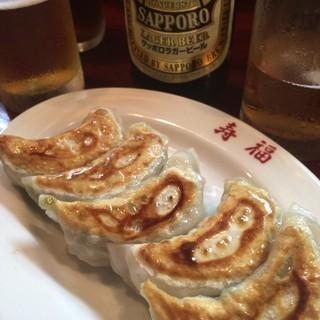 寿福 - 料理写真:ビールと餃子