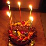 ポワソンダブリル - ローソク灯したケーキ