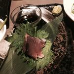 九州地鶏個室 阿蘇山 - 誰も箸を伸ばそうとしないカツオ・・・遠慮のかたまりではありませんw