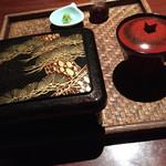 66971673 - 松阪牛レアステーキと炙りマグロの半々重
