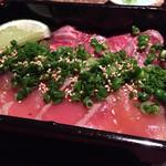 66971676 - 松阪牛レアステーキと炙りマグロの半々重