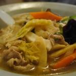 万福園 - 五目ワンタン麺(890円)