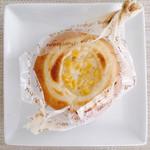 ブーランジェリー ラ・ウフ - スイートコーン 税込@172円 こちらは旦那用で購入。プチプチ新鮮コーンとマヨネーズがいい感じの惣菜パンでした!