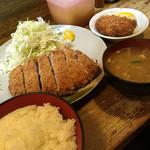 おさむ - ロースかつ定食(100g)とカキフライ('17/05/13)