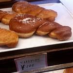 パン工房 小愛夢 - 一個だけかなり巨大なツイストドーナツ