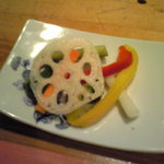 ダイマル ヤキトリ - ピクルス 色合いがきれいでスッキリした味わい