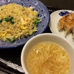 ブルードラゴンオリエンタル - 料理写真:五目炒飯と餃子のサービスセット(1,360円)★★★☆☆