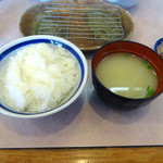 66981776 - 「とり天定食(税抜き700円)」ご飯と味噌汁