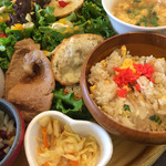 カフェ パンプルムゥス - 生姜焼きと、チャーハン