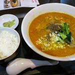 エッセンス チャイニーズ キッチン - 「担々麺(サービス麺セット)」(650円)。4種類から選べる麺と白ごはん、お漬物のセット。美味かった。