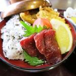 和田浜 - くじら丼のアップw