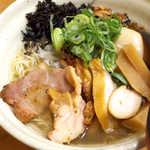 麺場 Voyage - コリコリの岩海苔が、すごい存在感。タケノコの味付けはかなり独特