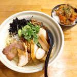 66986148 - ラーメンVoyage(¥990)、牛すじトリッパ丼(¥300)。まさに創作ラーメン店の食卓!