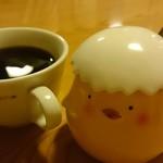 かつ善 - サービスのコーヒー(ピヨピヨはシュガー)